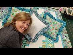 How about we start with one simple accessory, or simply just a new project to keep in mind? How about making a ruffled pillow? Ruffle Pillow, Ruffle Quilt, Quilted Pillow, Pillow Shams, Quilting Tutorials, Sewing Tutorials, Sewing Crafts, Sewing Projects, Fun Projects