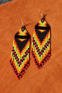Red Tipped Rainbow Native Inspired Earrings Beaded Earrings Native, Beaded Earrings Patterns, Seed Bead Patterns, Native Beadwork, Native American Beadwork, Beading Patterns, Native American Earrings, Beading Tutorials, Bracelet Patterns