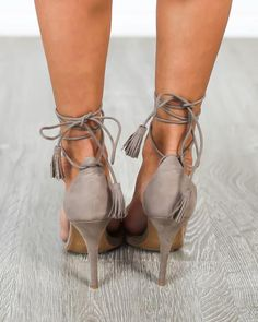 A neutral hue is a necessity for any fashionista and our Presley Heel is perfection! A beautifully hued, suede heel with on trend ties and tassel detail. Ties c