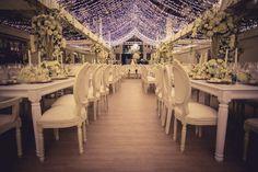 decoracion elegante, hacienda el salitre, silla luis xv, luces en los techos, mesa inglesa, mesa blanca, cero de mesa, center piece, boda bogota, flores boda, flores matrimonio, matrimonio elegante, matrimonio espectacular, boda espectacular, boda extravagante, boda tatiana y alejandro