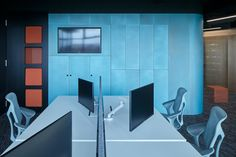 LIVESPORT – Offices Like A Machine Driven By Pilots - Picture gallery 1 Office Interior Design, Office Interiors, Architectural Technologist, Cafe Seating, Dynamic Design, Business Events, Acoustic Panels, Storage Spaces, Pilots