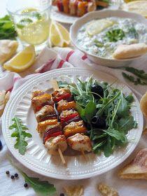 Az otthon ízei: Görög citromos, fokhagymás csirkenyársak
