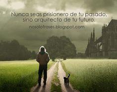 Nunca seas prisionero de tu pasado, sino arquitecto de tu futuro.