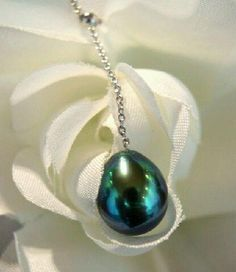 Tahitian pearl have such a range in color that you'd think they're man made, but they aren't .