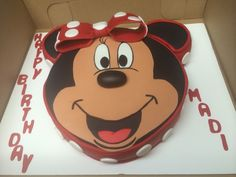 Minnie mouse fondant cake I made for 3 yrs old. Cupcakes Design, Fondant, Minnie Mouse, Desserts, Food, Tailgate Desserts, Fondant Icing, Dessert, Postres