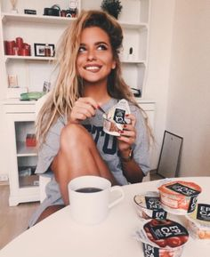 "7 funny PMS stories that will make you say ""Omg Me Too"" – girl photoshoot poses Alexandra Burimova, Tmblr Girl, Shotting Photo, Photographie Portrait Inspiration, Poses Photo, Foto Blog, Foto Casual, Insta Photo Ideas, Cute Photos"