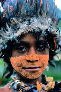 All the plume hats are made by hand every morning, the rest of the time, feathers are kept in newspaper sheets to avoid insects eating them! Papua New Guinea - Eric Lafforgue #Tribe