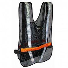 Het Led Sport #veiligheidsvest van #NiteIze zorgt eenvoudig voor meer veiligheid tijdens hardlopen in het donker. Je voelt nauwelijks dat je het vest draagt en bent uitstekend zichtbaar. #dws