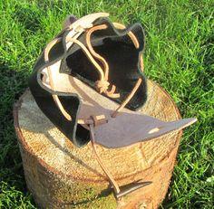 Belt pouch. 10 cm wide, 12 cm high, 7 cm thick. Part number: 300-0001 Price: 200,00 Dkr.