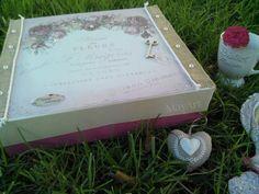 Caja de cartón reciclada y decorada con mucho encanto