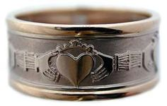 My husband& ring needs to be replaced . that would be a great wedding . Celtic Rings, Claddagh Rings, Irish Wedding Rings, Wedding Bands, Irish Jewelry, Irish Eyes, Irish Celtic, Celtic Designs, Heart Jewelry