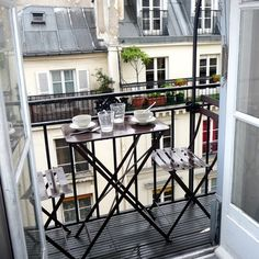 The terrace at the apartment we rented in Paris; cute : ) 一種吃早餐的好感覺。