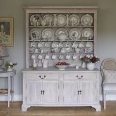 Elegant Kitchen Living by Susie Watson Designs Laurel House, Susie Watson, Kitchen Dresser, Kitchen Gallery, Elegant Kitchens, Cabinet Makers, Centre Pieces, Living Furniture, Acacia Wood