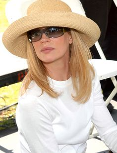 classic straw hat ( her skin... Must benefit from summer hats!)