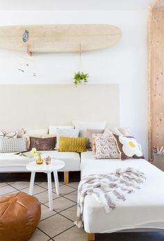 SELENCY / Living room / Behind the couch / white / natural / on the wall / surf / sport Salon / au dessus du canapé / blanc / neutre / sur le mur Living Room Inspiration, Interior Design Inspiration, Home Decor Inspiration, Interior Exterior, Room Interior, Home Living Room, Living Spaces, Living Area, La Haye