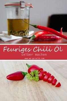 Ihr sucht nach einem schnellen Rezept für scharfes Chili Öl? Hier erfahrt ihr 2 Zubereitungsarten von scharfem Öl: 1) Wie ihr Chilis in Olivenöl einlegt 2) und wie ihr ein 3 Minuten Chili Öl selber machen könnt