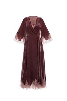 Платье на запах с кружевом из бархата. В комплект входит шелковая сорочка.