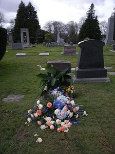 Seattle - Lake View Cemetery - flowers on grave