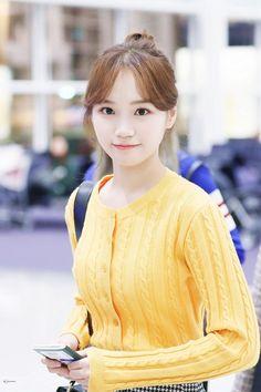 Secret Song, Gfriend Sowon, Yu Jin, Uzzlang Girl, Japanese Girl Group, Famous Girls, Celebs, Celebrities, Korean Beauty