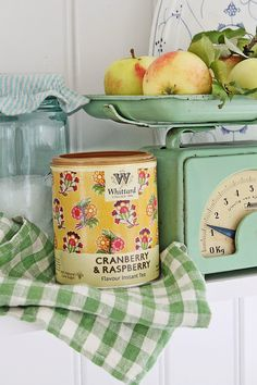 Country kitchen detail with vintage scale and tin can Cozy Cottage, Cottage Living, Cottage Style, Yellow Cottage, Shabby Cottage, Country Living, Granny Chic, Vintage Green, Vintage Decor