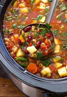 A delicious low calorie, vegan, vegetable packed easy crock pot Minestrone Soup that tastes perfect on a fall night by Little Spice Jar. #CrockPot #Vegan
