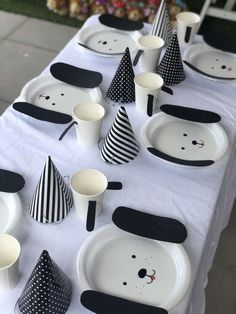 The table settings puppy dog birthday party are stunning! See more party ideas a. - Catch My Party - Birthday Party Dog First Birthday, Puppy Birthday Parties, Animal Birthday, Baby Birthday, Birthday Party Decorations, Birthday Ideas, Baseball Birthday, Baseball Party, 50th Birthday