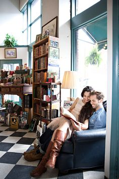 Bookstore Engagement | PHOTO SOURCE • BERG PHOTOGRAPHY | Featured on WedLoft