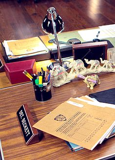 Kate Beckett's desk - There are those elephants!