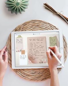 """Before I start on any project, I always make a list of all the ideas and break them down step by step ☀ I used the same approach for my """"How to design digital planner"""" course for sellers 💕"""