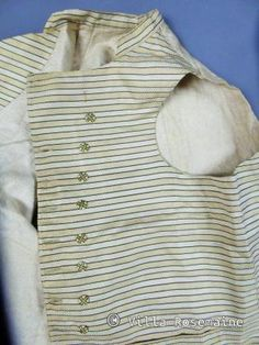 To 1780/1795 France Charming male vest silk fluted Bayadère from the end of 18th century taste very Dandy for this jacket striped cream gold Chevron pattern and green spinach in 24 buttons shaped in such. Original back on three links of attachment for tightening and white broken. plush cotton inner lining very good state of conservation. Equivalent man in 38 size.