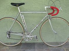 A Cinelli Special Corsa. The perfect bike for a set of Cinelli Bivalent hubs!
