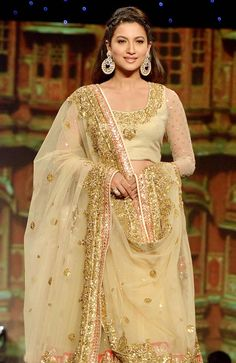 Gauhar Khan looked regal in a pastel and gold Shaina NC creation at the Annual 'Caring with Style' charity fashion show for Cancer Patients Aid Association. Bengali Wedding, Desi Wedding, Wedding Wear, Vikram Phadnis, Gauhar Khan, Tarun Tahiliani, Anarkali Dress, Indian Couture, Fashion Show