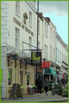 Talking about food.  The Leaf Bar, Leamington Spa. Catch fabulous 50's style singer Jane ward here on a Saturday. Warwickshire #Pubs