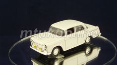 TOMICA LV01f NISSAN CEDRIC 1960 | 1/64 | IVORY | BROWN INTERIOR | TOMYTEC 2004