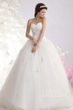 Queenly Ball Gown Sweetheart Court Train Tulle Wedding Dress CWLT1304F#Cocomelody#weddingdress#bridalgown#