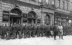 1905. József krt. bevonuló magyar bakák