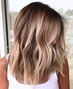 The post We've found it! The perfect beach blend! Brown Hair With Blonde Highlights, Blonde Hair Looks, Hair Highlights, How To Bayalage Hair, Hair Color Balayage, Blonde Balayage, Medium Hair Styles, Short Hair Styles, Short Hair With Bangs