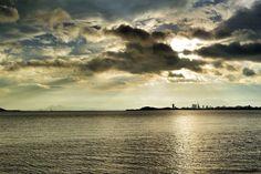 18  Aug.  6:33 光のミストシャワーが降り注ぐ博多湾です。 ( Cloudy Morning Now at Hakata bay in Japan )