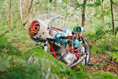 """""""This had been my old racing bike for ages,"""" Borras tells BuzzFeed. """"And when we talked at home about giving it a new look, our kids jumped on the Princess Mononoke theme as it is their favorite movie ever.""""   This Guy Created A """"Princess Mononoke"""" Motorbike And It Looks Magical"""