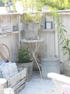 Crate ideas for outside plants 66 ideas for 2019 Outdoor Rooms, Outdoor Gardens, Outdoor Decor, Jardin Style Shabby Chic, Deco Champetre, Outside Plants, White Gardens, My Secret Garden, Dream Garden