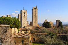 San Gimignano is Italy's Medieval Manhattan with its skyline of towers rising from the Tuscan countryside. Check out these 7 things to do in San Gimignano.
