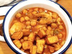Esta sencilla receta de garbanzos con sepia Crock-Pot os quedara exquisita. La podéis hacer por la mañana, y dejar que se cocine lentamente para tenerla lista a la hora de la comida. Podéis utilizar sepia (limpia) fresca o congelada. Con la olla de cocción lenta sale igual de tierna y … Recetas Crock Pot, Crockpot Recipes, Cooking Recipes, Spanish Dishes, Barbacoa, Chana Masala, Slow Cooker, Seafood, Paleo