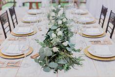 CBC355 Weddings riviera maya white floral and eucalyptus, succulents runner centerpiece/ centro de mesa de camino con flores blancas, suculentas y follaje