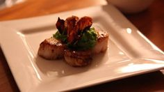 Pan fried Scallops with Pea Puree and Crispy Pancetta