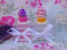 Cajas acrílicas decoradas con cupcake de porcelana fría