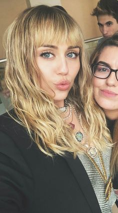 Miley Cyrus, Liam Hemsworth Fought At Malibu Party Over Her 'Obnoxious Antics'? Miley Cyrus Hair, Miley Stewart, Billy Ray Cyrus, New Hair Colors, Hemsworth, Beautiful Celebrities, Woman Crush, Hair Goals, Easy Hairstyles