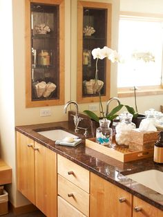 A blank stretch of wall at the end of the vanity was fitted with a narrow storage niche. The lower two shelves store hand towels and soaps, while the upper shelf offers display space for decorative accessories. Bathroom Counter Organization, Small Bathroom Storage, Simple Bathroom, Wall Storage, Bathroom Shelves, Bathroom Wall, Bathroom Ideas, Recessed Medicine Cabinet, Narrow Shelves