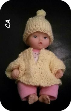 Designed by our resident fashion designer, Stevie, this matching cardigan and hat set will keep your mini baby doll snug for her shoebo. Baby Doll Clothes, Crochet Doll Clothes, Baby Dolls, Knitting Patterns Free, Free Knitting, Baby Knitting, Bobble Hats, Jouer, Tejidos