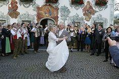 Hochzeitstanz des #Brautpaares Ski Trips, Winter Vacations, Summer Vacations, Mariage