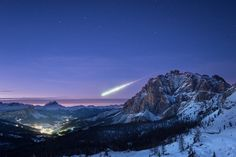 Huge meteor fireball seen across Europe on November captured here from La Villa, Alta Badia, in Italy's Dolomite Alps. Nova Scotia, Astronomy Pictures, Nasa Images, Space Photos, Space Images, Meteor Shower, Evening Sky, Image Of The Day, Our Solar System